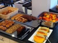 petit-dejeuner-buffet-hotel-des-alpes-greoux-1