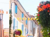Rue du village Gréoux les Bains Hôtel des Alpes