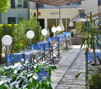 Terrasse Hôtel Restaurant Les Alpes Gréoux les Bains 1