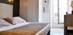 Chambre-confort-Hôtel-des-Alpes-Gréoux-2014-min[1]